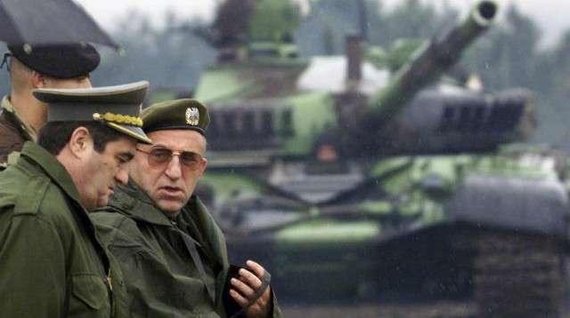 Nebojsha Pavkoviq dhe Vladimir Lazareviq gjatë luftës në Kosovë