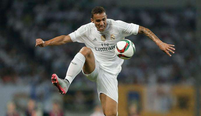 danilo-real-madrid-controllo-2016-2017-690x400