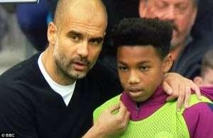 Guardiola e zbulon më në fund se çfarë i tha mbledhësit të topave (FOTO)