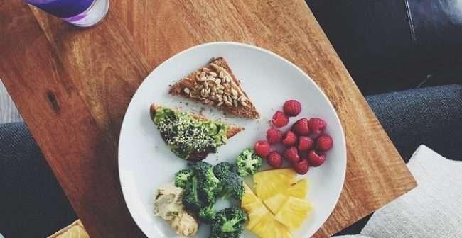 Gjërat që njerëzit e shëndetshëm i konsumojnë në mëngjes