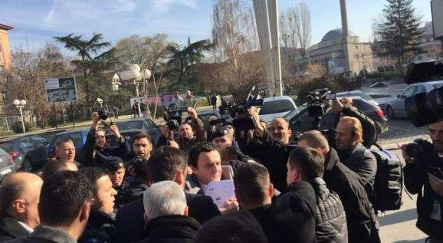 Momenti i arrestimit të Albin Kurtit (Video) – Lajmi net