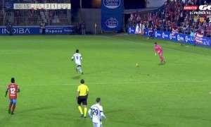 E rrallë: Portieri shënon gol nga 70 metra