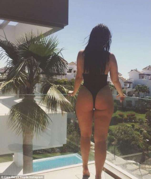 4c80796d00000578-5753891-cara_de_la_hoyde_was_one_of_the_first_reality_stars_to_show_off_-a-55_1526937639145