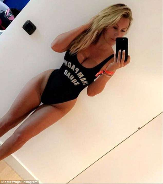 4c8160fa00000578-5753891-former_towie_star_kate_wright_showed_off_her_incredible_proporti-m-57_1526937656817
