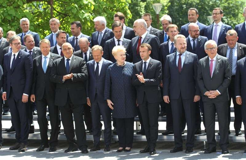 eu-western-balkans-summit-family-photo_28295768178_o