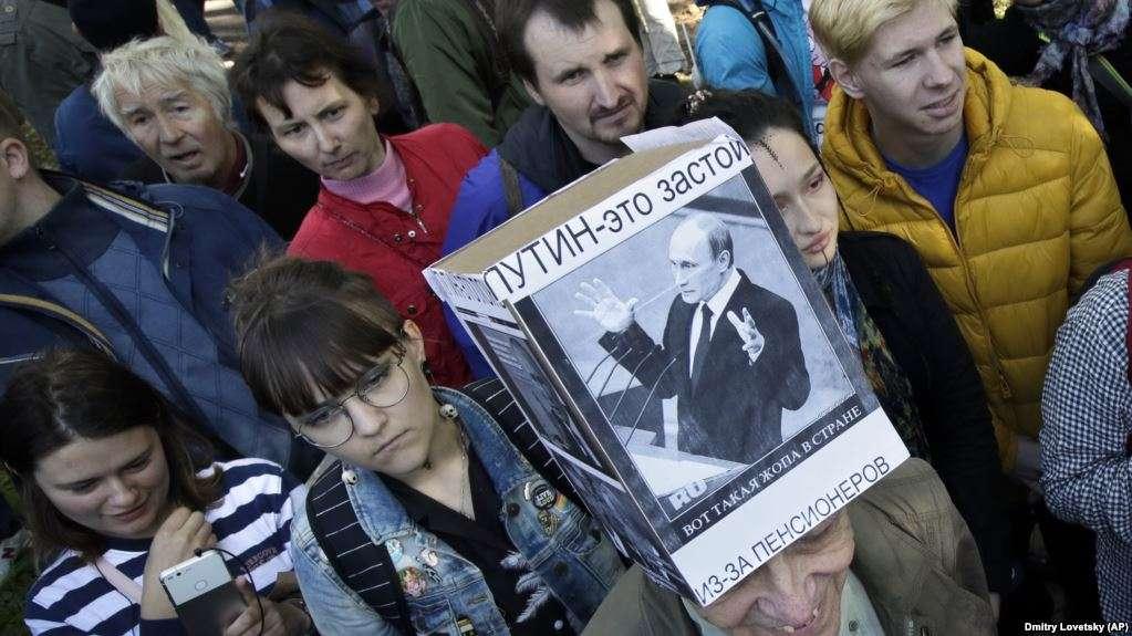 protesta-ne-rusi-kunder-rritjes-se-moshes-se-pensionimit