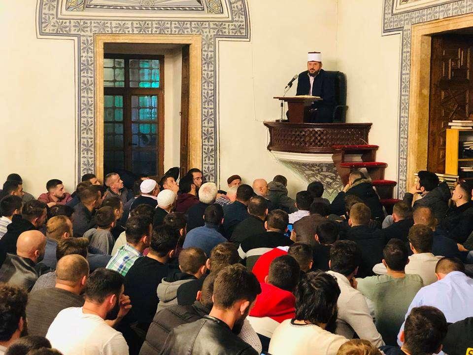 Rikthimi i  bujshëm  i Shefqet Krasniqit  thotë se kishte mysafirë edhe nga Shqipëria