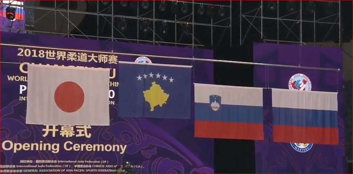 Distria Krasniqi e vendos flamurin e Kosovës mbi të Rusisë në Kinë