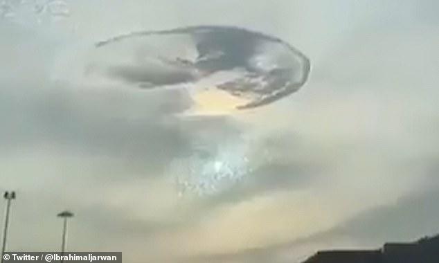 Një vrimë e pazakontë shfaqet në qiellin e këtij vendi arab