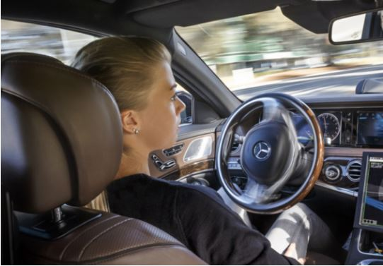 Vozitësve të rinj mund t'iu ndalohet që të vozisin natën