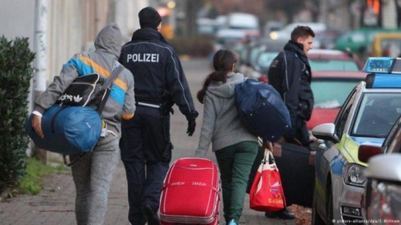 Nuk ndalen shqiptarët  21  më shumë aplikime për azil në janar shtator