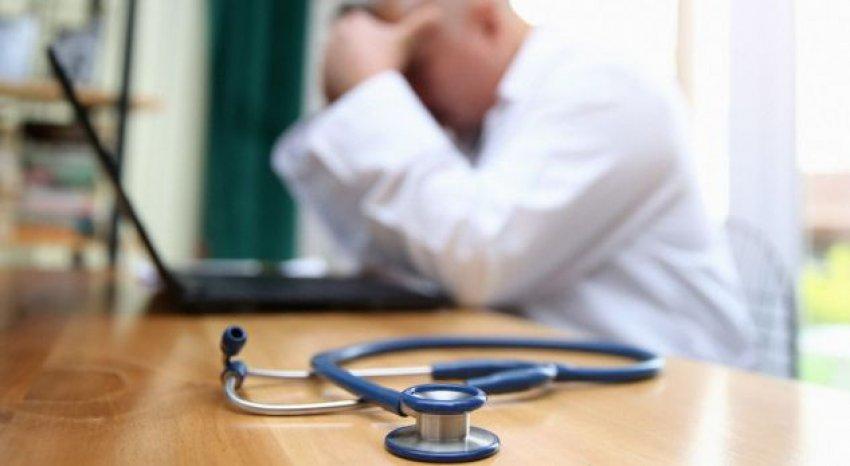 Mjekët  objekt sulmi në vendin e tyre të punës