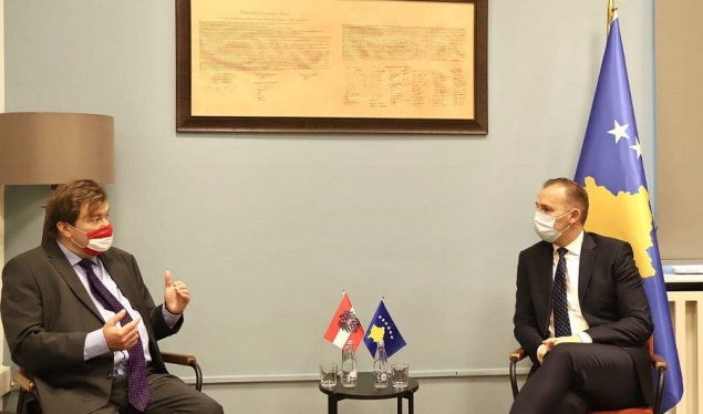 Zemaj diskuton me ambasadorin austriak Weidinger rreth situatës me COVID-19