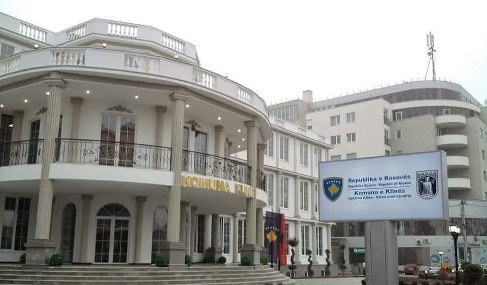 Komuna e Klinës do të paguajë udhëtimin e nxënësve për në shkollë
